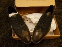 Men's size 7 shoes brand new