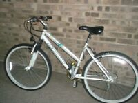 Ladies Applolo front suspension bike, had little use looks great 26 inch wheels