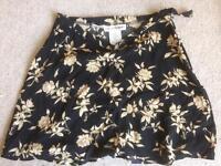 Rena Rowan size 6 zip up skirt
