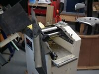 AXMINSTER PLANER THICKNESSER HARDLY USED ON BASE WITH CASTORS WITH SPARE BLADES