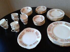 Colclough Wayside 8 piece dinner and tea service