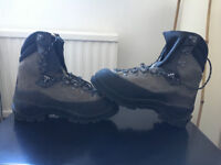Raichle hiking boots in excellent conditions