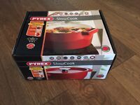 BRAND NEW & IN BOX - Pyrex Cast Iron Slow Cook 3.6 l