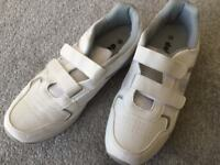 Men's bowls shoes in white size 10