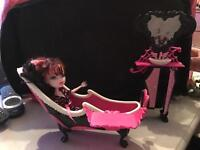 11 monster High dolls