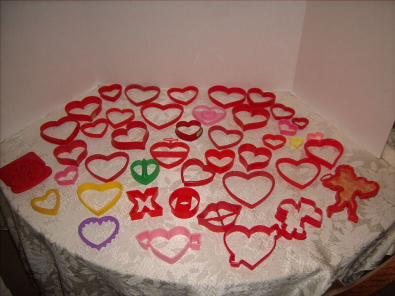 Valentines Cookie Cutters 43 Piece Lot Hearts Cupid Lips & More Excellent Shape