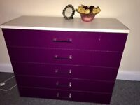 Mint condition Chest draw with bed side draws