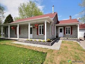 189 500$ - Bungalow à vendre à Larouche Lac-Saint-Jean Saguenay-Lac-Saint-Jean image 1