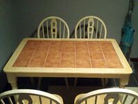 Farmhouse Kitchen Table and Chairs in great condition