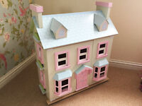 Le Toy Van 'Mayberry Manor' Doll's House with 3 furniture sets and 4 dolls
