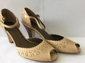 Clarks beautiful shoes, very good condition