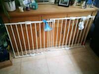 2x Lindam Baby Gates with fixtures