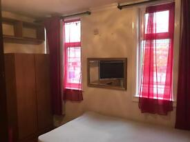 Large room to rent in city centre