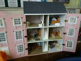 Dolls House Set With Furniture