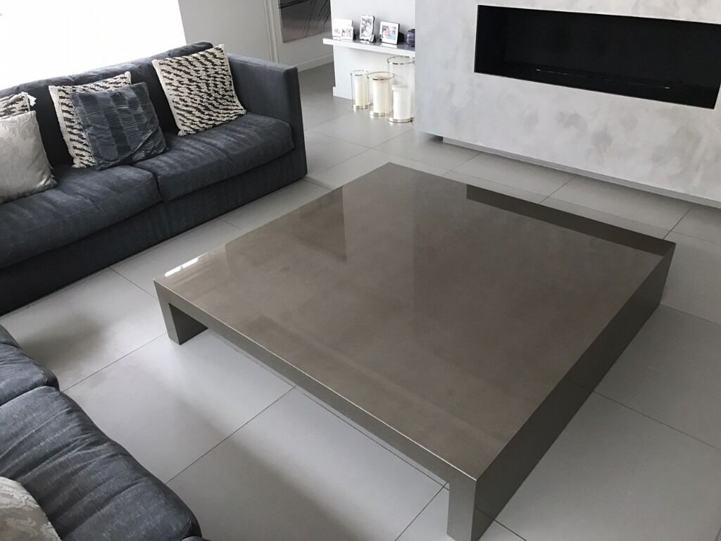 Brand New Casa Armani Coffee Table 150 x 150 x 30 DANZICA SHINY STUCCO MUD. Code 041168 CA651C4453