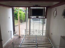 Carlton Crescent Studio, immaculate condition, £600 pcm