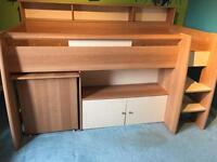 Stompa cabin bed with den