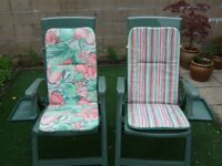 2 Garden Chairs with Adjustable Back-rests, Padded 2-Patterned Cushions & Removable Drinks Trays