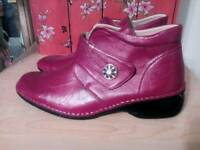 LADIES NEW RED BOOTS - SIZE 8E