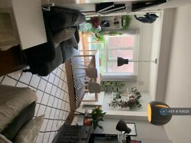 2 bedroom flat in Fielding Road, London, W14 (2 bed) (#1106221)