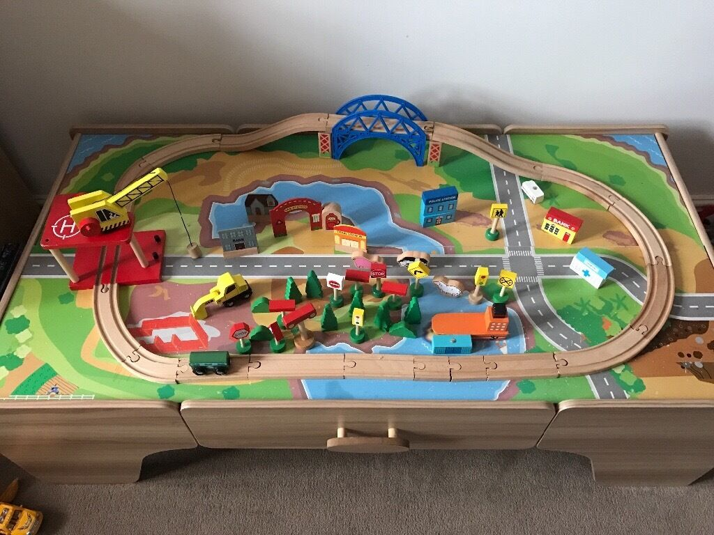 Train tablein Middlesbrough, North YorkshireGumtree - Train table comes with lots of train track two bridges lots of extras. Pet free and smoke free home excellent condition