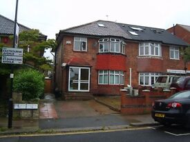 Large 2 bed flat Acton W3 - 10 minutes walk Zone 2 North Acton Central Line - All Bills included