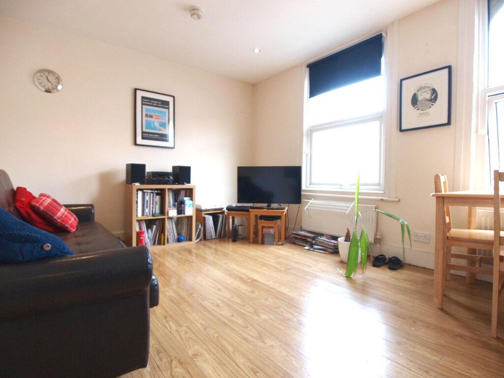 Double bedroom top floor flat in StroudGreen seconds from FinsburyPark tube&CrouchHill over-ground