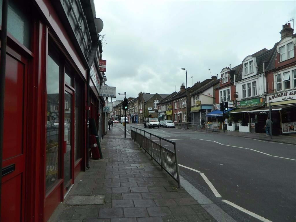 Self contained studio apartment situated on Willesden High Road
