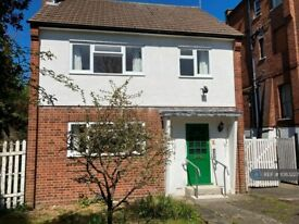 3 bedroom house in Crescent Road, London, N3 (3 bed) (#1083227)