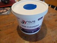 150X CLEANSING WIPES IN BUCKET / TUB. WET WIPES ALCOHOL AND LANOLIN FREE