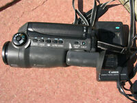 Camcorder - Canon UC X10