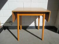 VINTAGE DROP LEAF KITCHEN TABLE DINING TABLE RETRO STYLE FREE DELIVERY