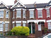 Lovely 2 bedroom garden flat in Cricklewood close to 24h public transport & Gladstone Park