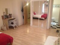short term let. July. double bedroom with ensuite bathroom