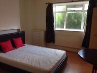 Double room nice and bright available in Canary Wharf! ALL BILLS INCL.