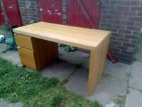 IKEA desk in very good condition