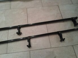 Car roof bars adjustable width