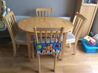 Dining room extendable table
