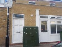 BEAUTIFUL FIRST FLOOR FLAT AVAILABLE IN MANOR PARK***