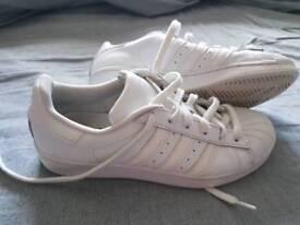 Ladies superstars trainers size 6