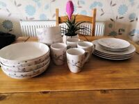 White & floral dinner set 19pc