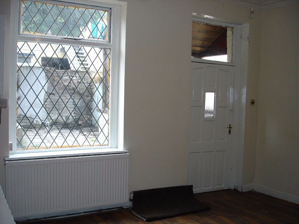 An excellent opportunity to rent this Two Bedroom rear back to back property.