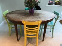 Oval extending dining table