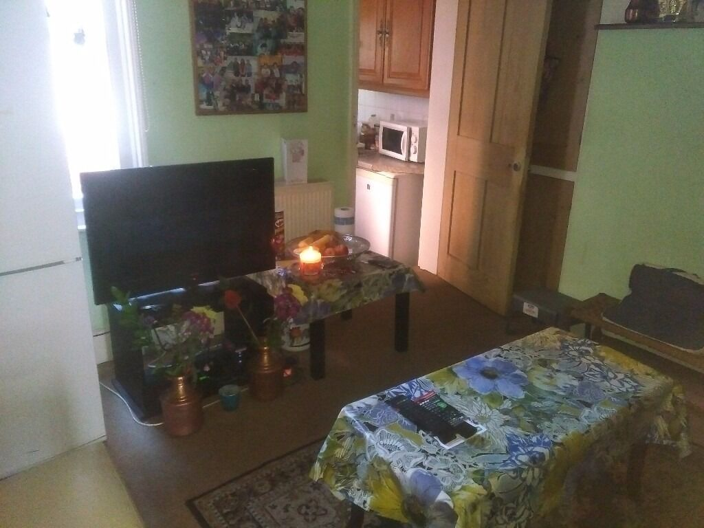 RB Estates are pleased to offer this 2 bedroom house in Central Reading-RB ESTATES 0118 9597788