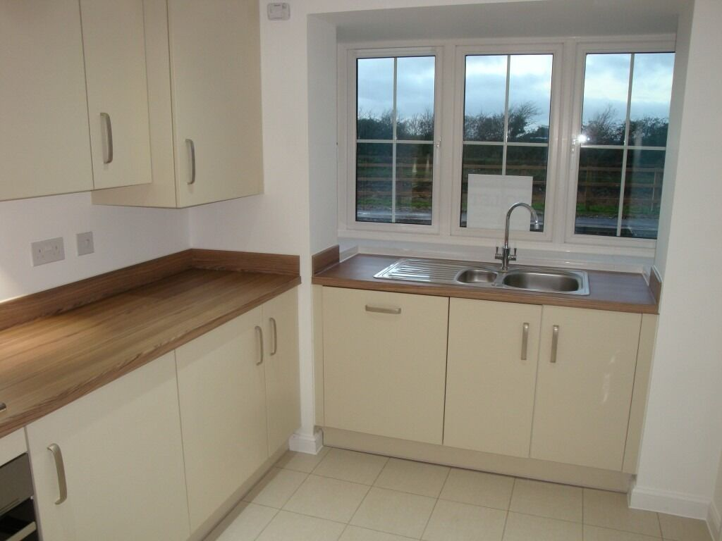 New Lower Price - Spacious 4 Bed Family Home on the Kingley Gate Estate - No Tenant Fees
