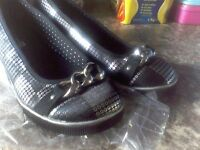Girls shoes black and silver size 1 / harfs brand new