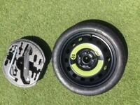 Space saver tyre with car jack