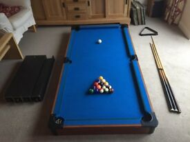 Pool table with pool balls and 3 cues (collect only)