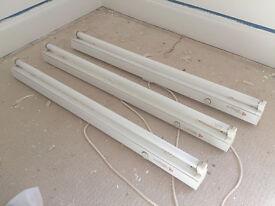 3 Fluorescent Batten Strip Lights, 95 cm long