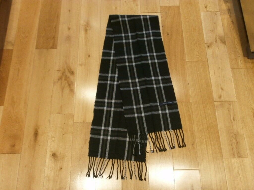Lovely French Connection scarf, hardly used, very good condition